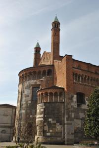 Cremona V004