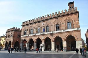 Cremona V009