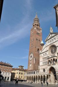 Cremona V028